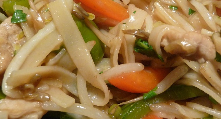 What Is the Difference Between Chop Suey and Chow Mein?