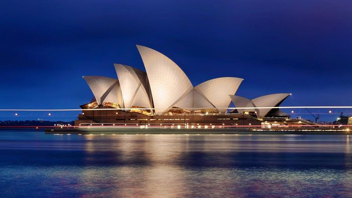 What are some of the interesting facts about Australia?