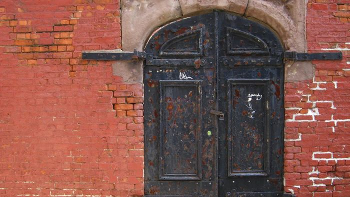 What Kind of Paint Is Best for Metal Doors?