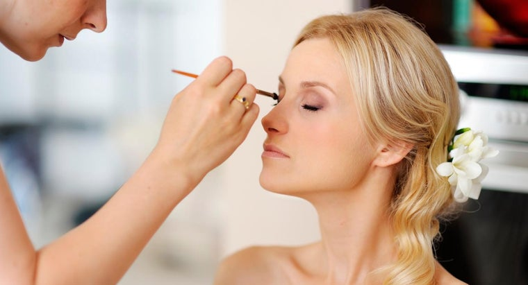 What Are Some Programs Available at Most Professional Makeup Schools?