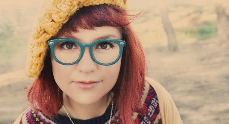 What Are Some Tips for Shopping for Retro Vintage Glasses?