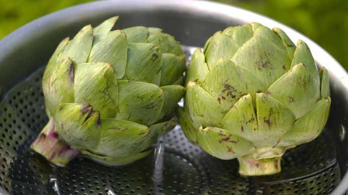 How Do You Make Steamed Whole Artichokes?