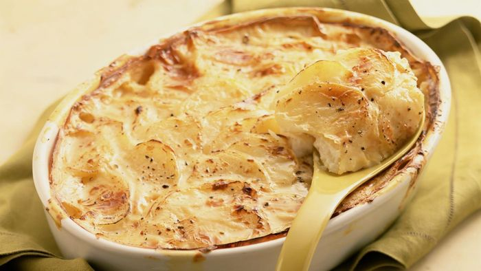 What Is the Recipe for Cheesy Scalloped Potatoes?