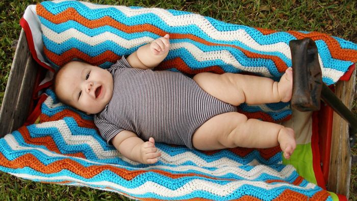 What Is an Easy Way to Crochet a Baby Blanket?