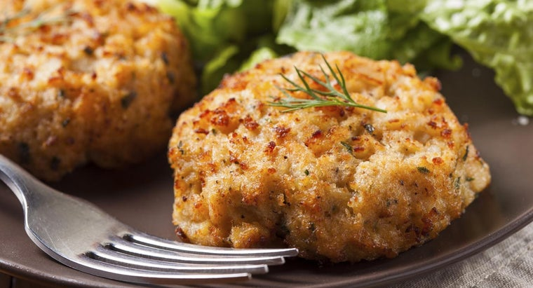 What Is a Basic Recipe for Crab Cakes?