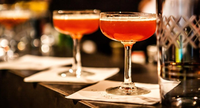 What Are Basic Bartender Drink Recipes?