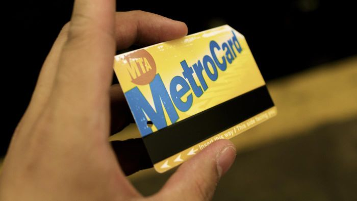 How Do Seniors Apply for a MetroCard?