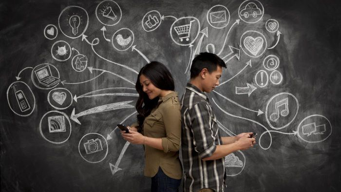 How does the Meet Me Online dating site differ from its competitors?