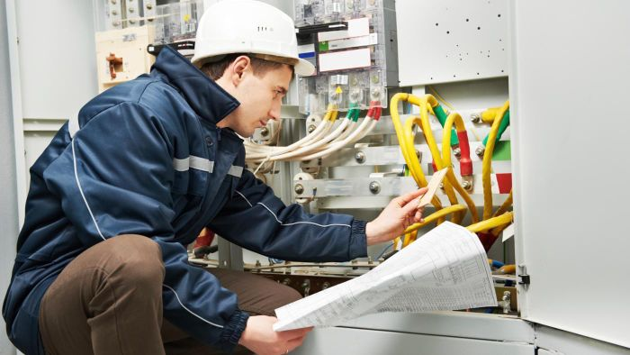 What Is the Average Wage of a Master Electrician?