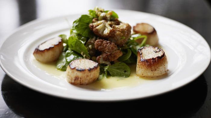 What are some easy recipes that feature scallops?