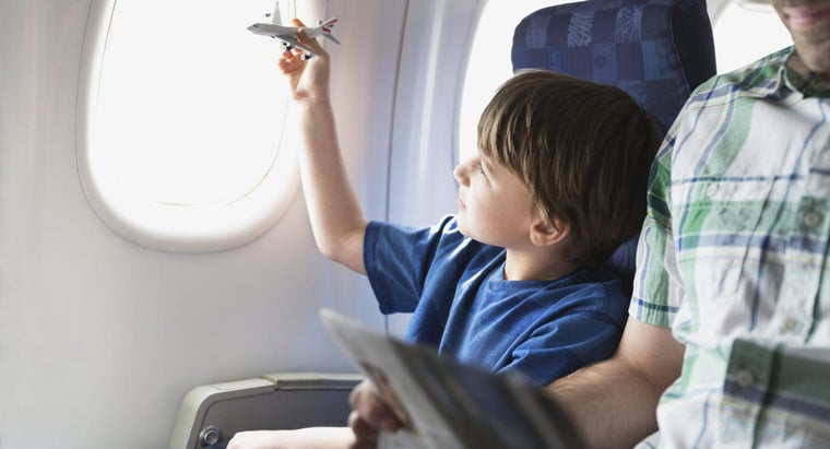 What Are Some Airplane Facts for Kids?