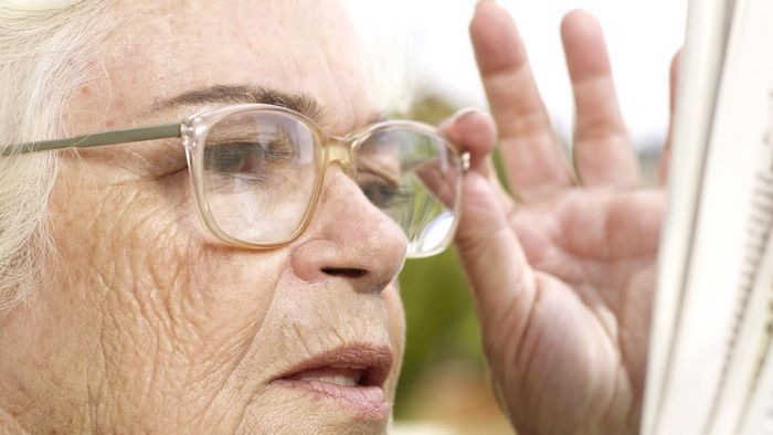 How do you choose the right strength of reading glasses using a chart?