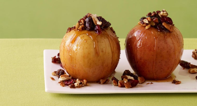 How Do You Make Low-Calorie Baked Apples?