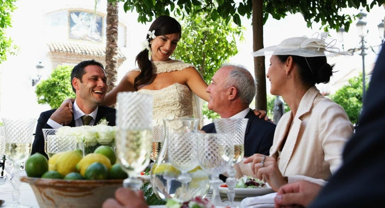 What Are the Common Responsibilities of the Groom's Parents When Planning a Wedding?