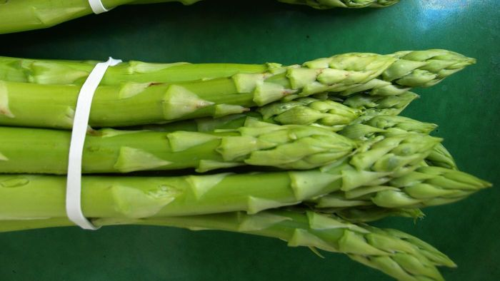 What Is a Simple Recipe for Baked Asparagus?