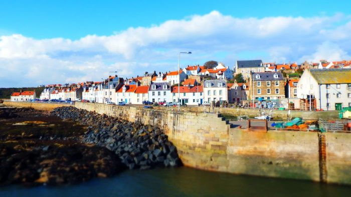 What Are Some Popular Places to Stay in St. Andrews, Scotland?