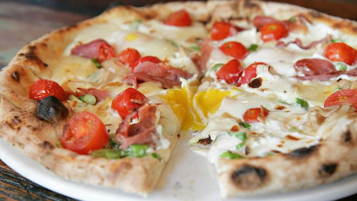 What Is an Easy Breakfast Pizza Recipe?