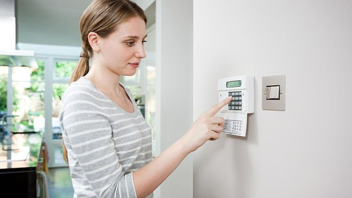 What factors affect the cost of alarm installation?