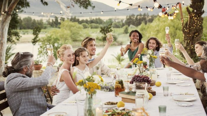 Who gives the wedding toasts?