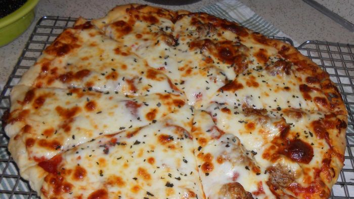 What Are Some Easy Homemade Pizza Recipes?
