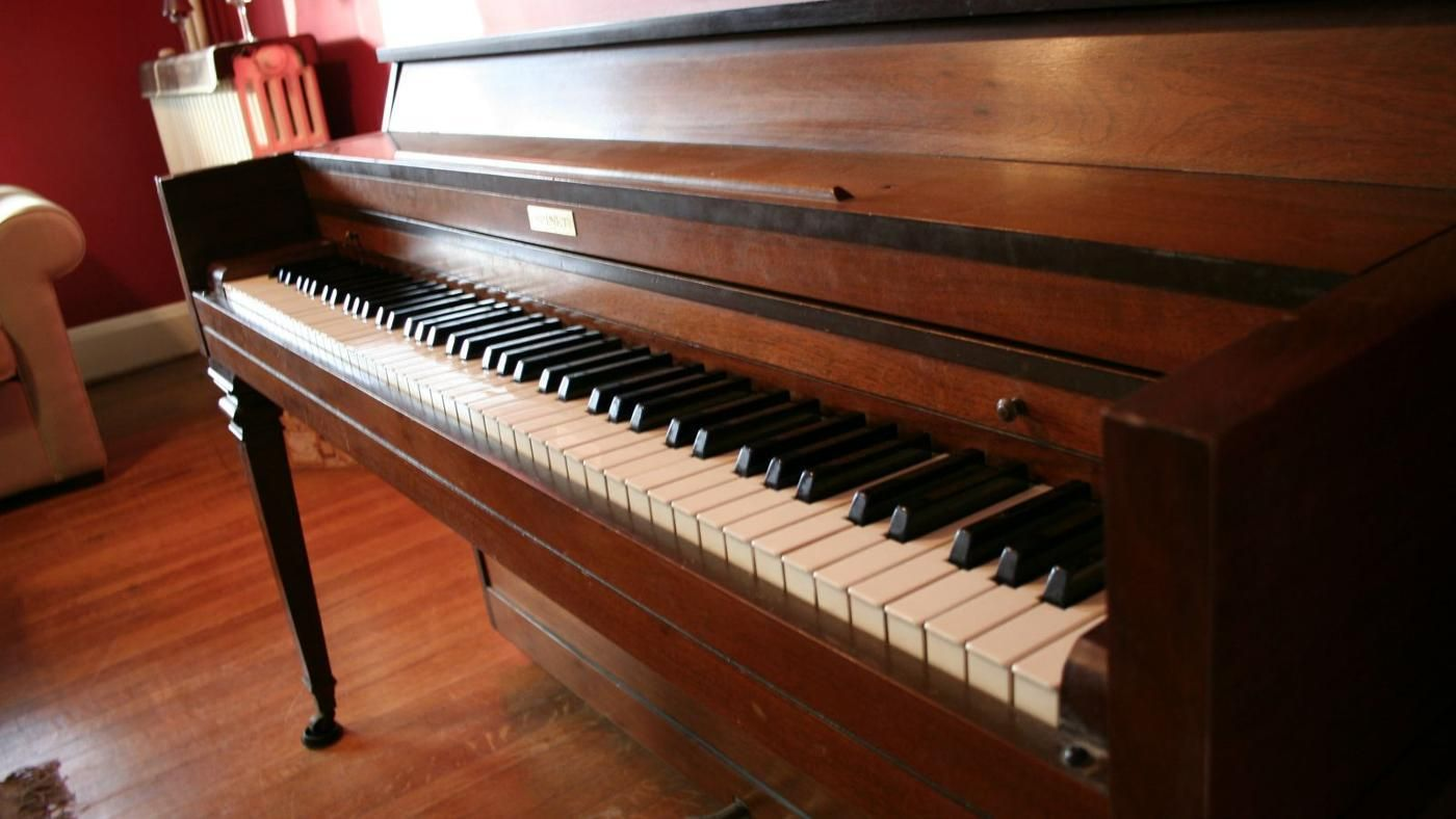 What is the average weight of a spinet piano for Baby grand piano height
