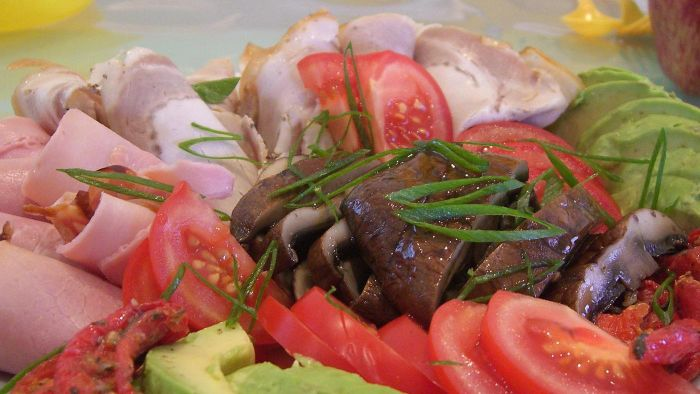 What Are the Common Ingredients in an Italian Antipasto Platter?
