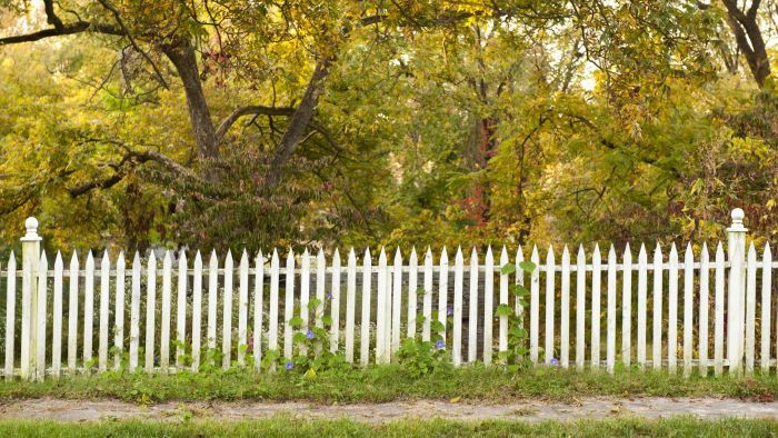How Do You Calculate the Prices of Fencing Installation Per Foot?