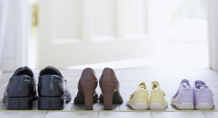 How Do Shoe Sizes Differ From the U.K. to the U.S.?