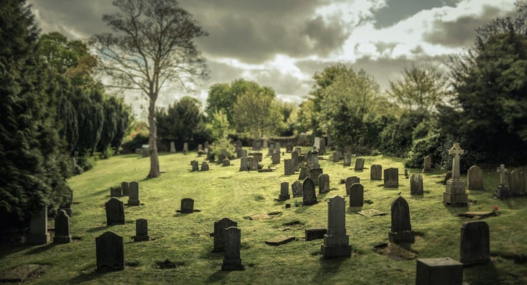 How Do You Find a Grave in a Cemetery?