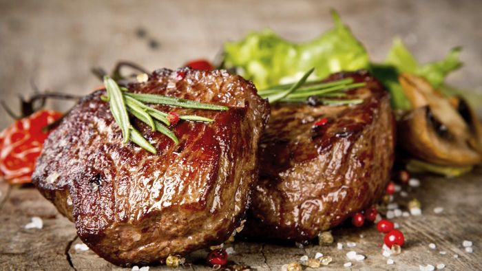 What are some suggested options for meats in Phase 1 of the Ideal Protein Diet?