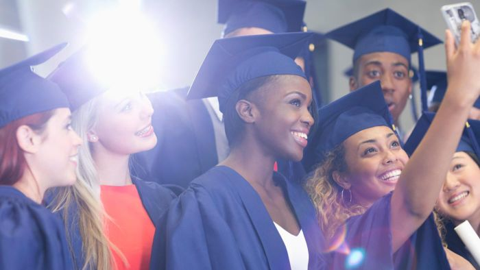 What Are Some Things to Know About University Graduation?
