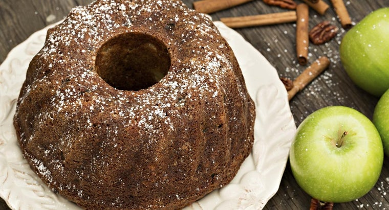 What Is an Easy Recipe for Making Applesauce Cake?