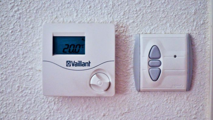 What Are Wiring Codes for a Thermostat?