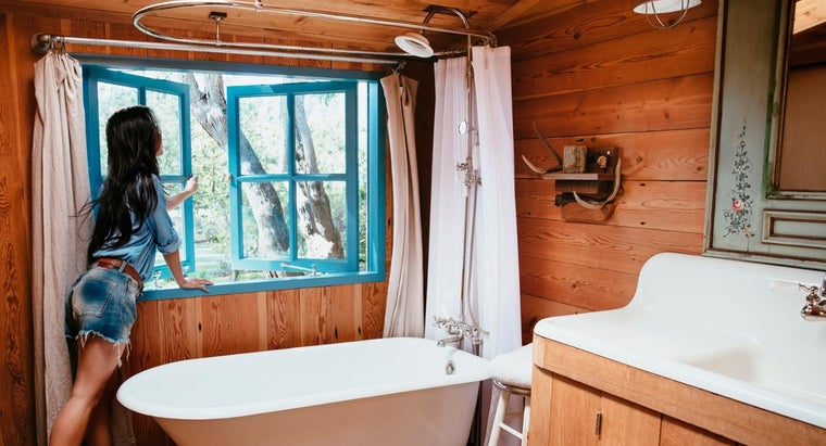 What Are Some Tips for Choosing Curtains for a Rustic Cabin?