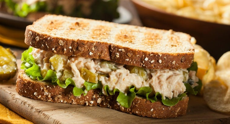 What Is a Recipe for a Tuna Salad Sandwich?