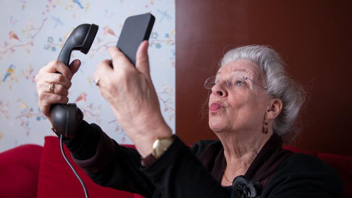 What Is the Easiest Smartphone for Seniors to Use?
