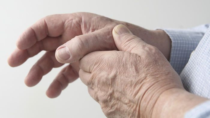 What is the best treatment for helping arthritic hands?