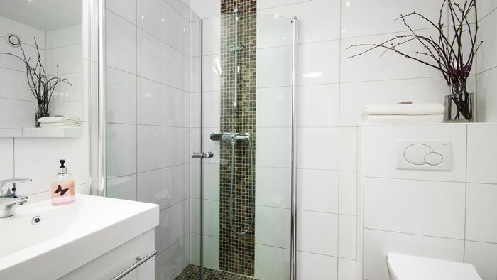 How Do You Design a Walk-in Shower?