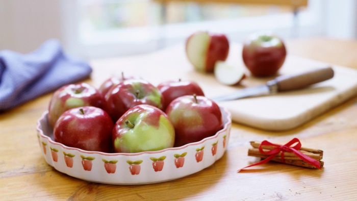 What Is an Easy Recipe for Apple Squares?