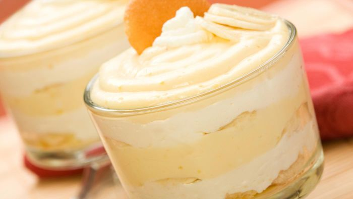 How do you make homemade banana pudding?