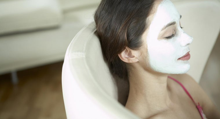 What Is a Good Recipe for a Homemade Face Mask?