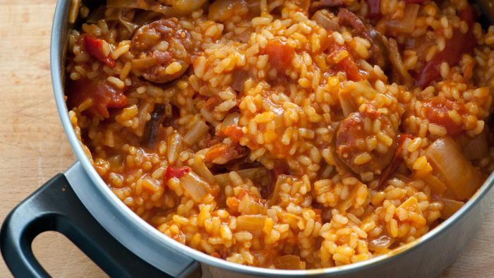 What Is the Recipe for Spanish Rice With Ground Beef?