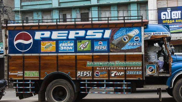 How Do You Design Your Own Truck Lettering?