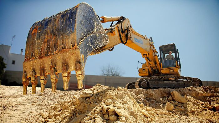 What Is a Backhoe Thumb Attachment?