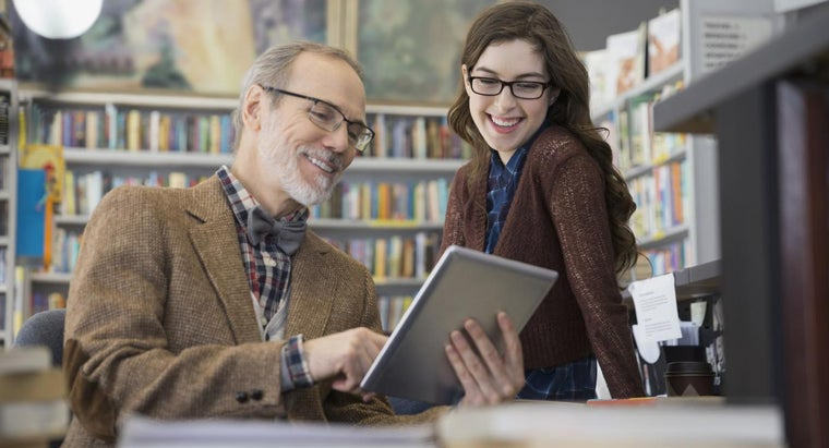 What Are Some Benefits of Electronic Textbooks?