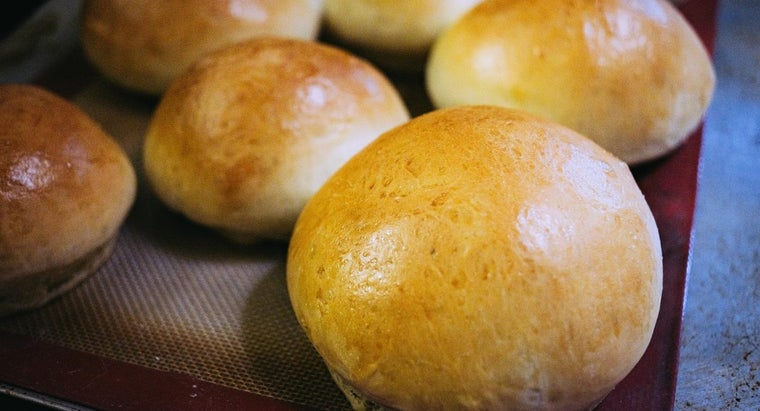 What Is a Good Homemade Yeast Roll Recipe?