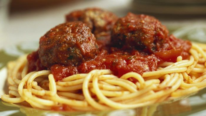What Is an Easy Recipe for Spaghetti and Meatballs?