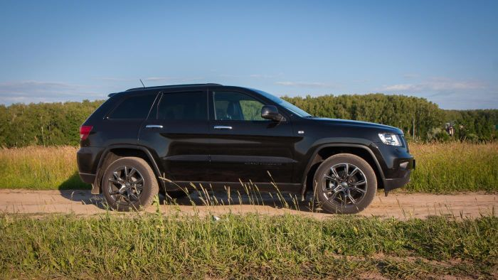 How Do You Find Out the Tire Size on a Jeep Grand Cherokee?