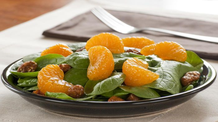 What Is a Recipe for Mandarin Orange Spinach Salad?