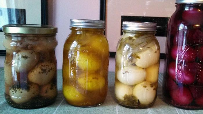 How Do You Make Canned Pickled Eggs?